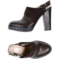 tsd12-footwear-courts-women-
