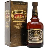 100cl / 43% / Distillery Bottling - An old litre NAS Bowmore De Luxe which appears to have been bottled during the 1970s.