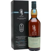 70cl / 43% / Distillery Bottling - This is the 2000 vintage of Lagavulin's Distillers Edition, bottled in 2016. By far the most popular of the series, this double-matured Lagavulin has had a finishing period in sweet, sticky Pedro Xim�nez sherry casks. A whisky that never disappoints.