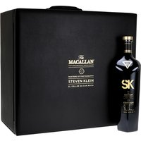 70cl / 55.3% / Distillery Bottling - Steven Klein's work is celebrated in the sixth edition of Macallan's Masters of Photography series. The whisky is a specially created blend of sweet, spicy and smoky flavours. The set includes a part of Klein's tableau in a leather box, with a horse's head stopper, glass, tumbler, dropper and other alchemic glassware.