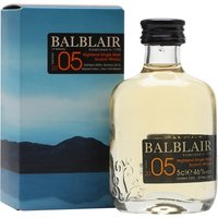 5cl / 46% / Distillery Bottling - A miniature of the first release of 2005-vintage whisky from Balblair bottled in 2016. The distillery is one of few to bottle by vintage rather than age, and this is sweet and spicy with notes of toffee and vanilla.