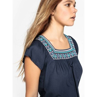 Embroidered Short Sleeve Blouse
