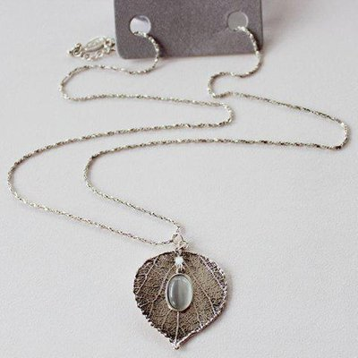 Retro Leaf Faux Opal Pendant Necklace