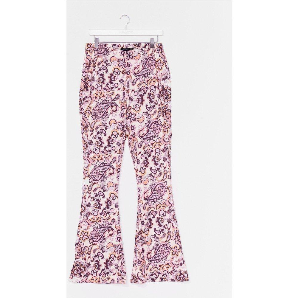 Womens Grande Taille - Pantalon Flare À Imprimé Cachemire Arrête De Te Cacher - Nasty Gal - Modalova