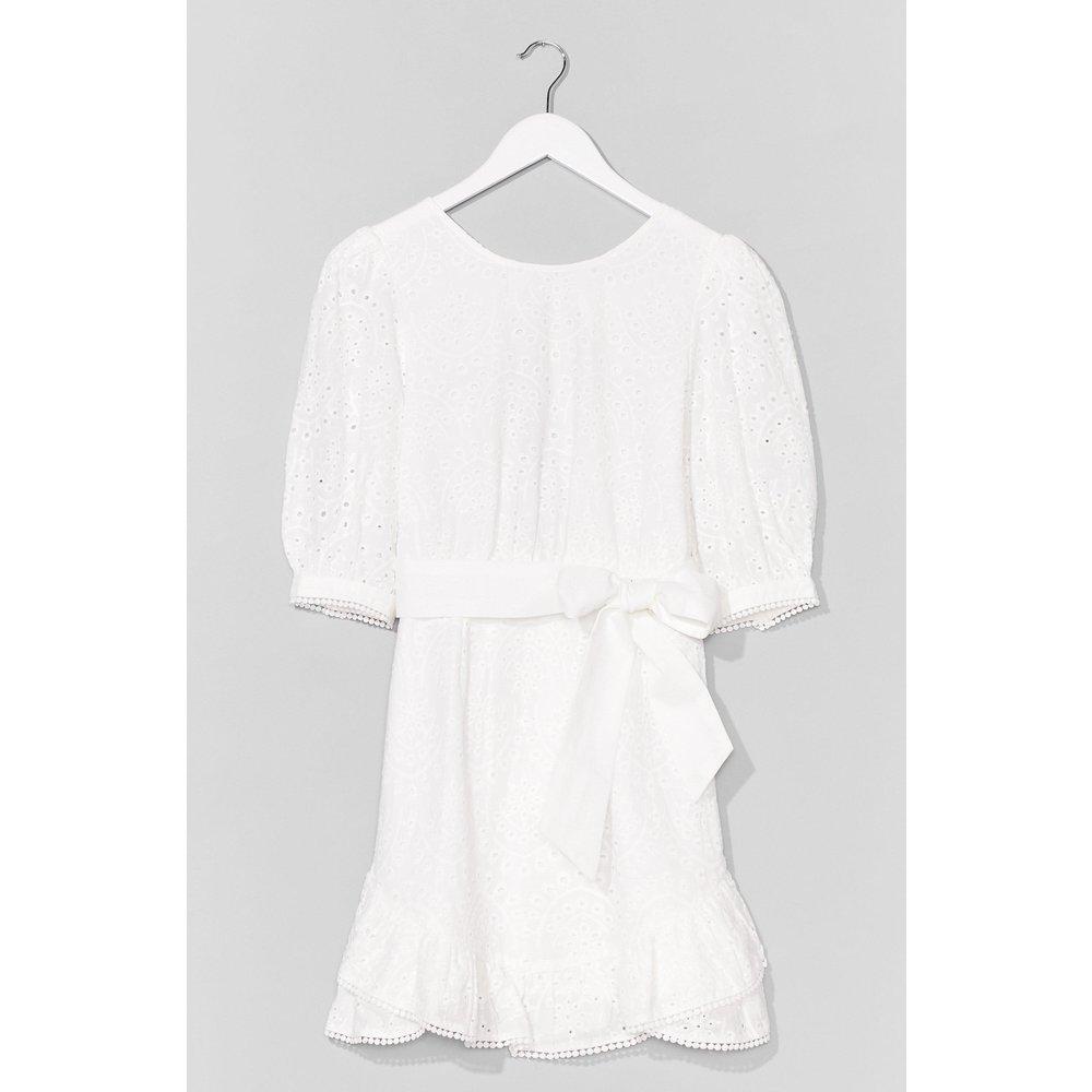 Womens Broderie Wrap Dress - Nasty Gal - Modalova