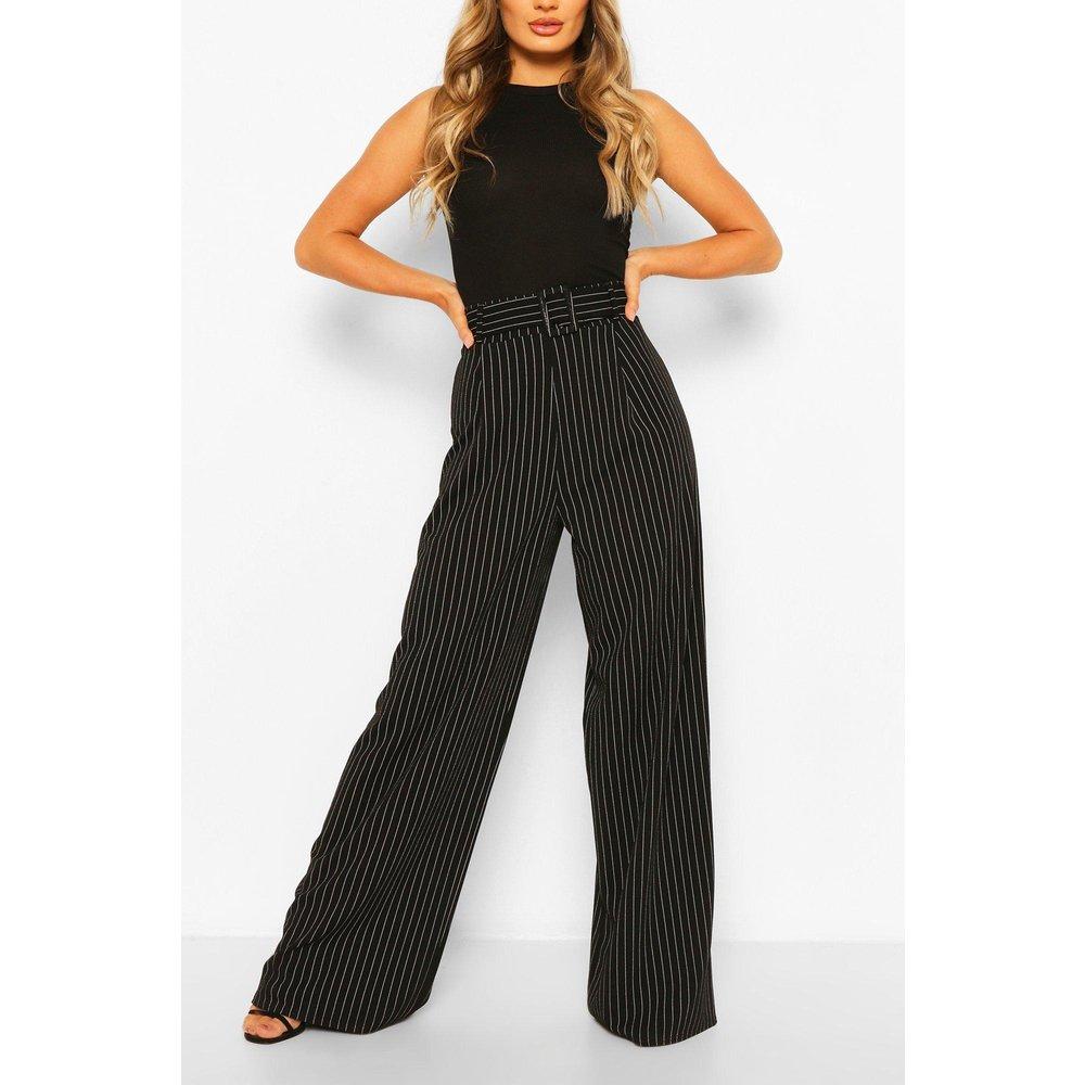 Pantalon Large & Fluide À Fines Rayures Et Ceinture - boohoo - Modalova
