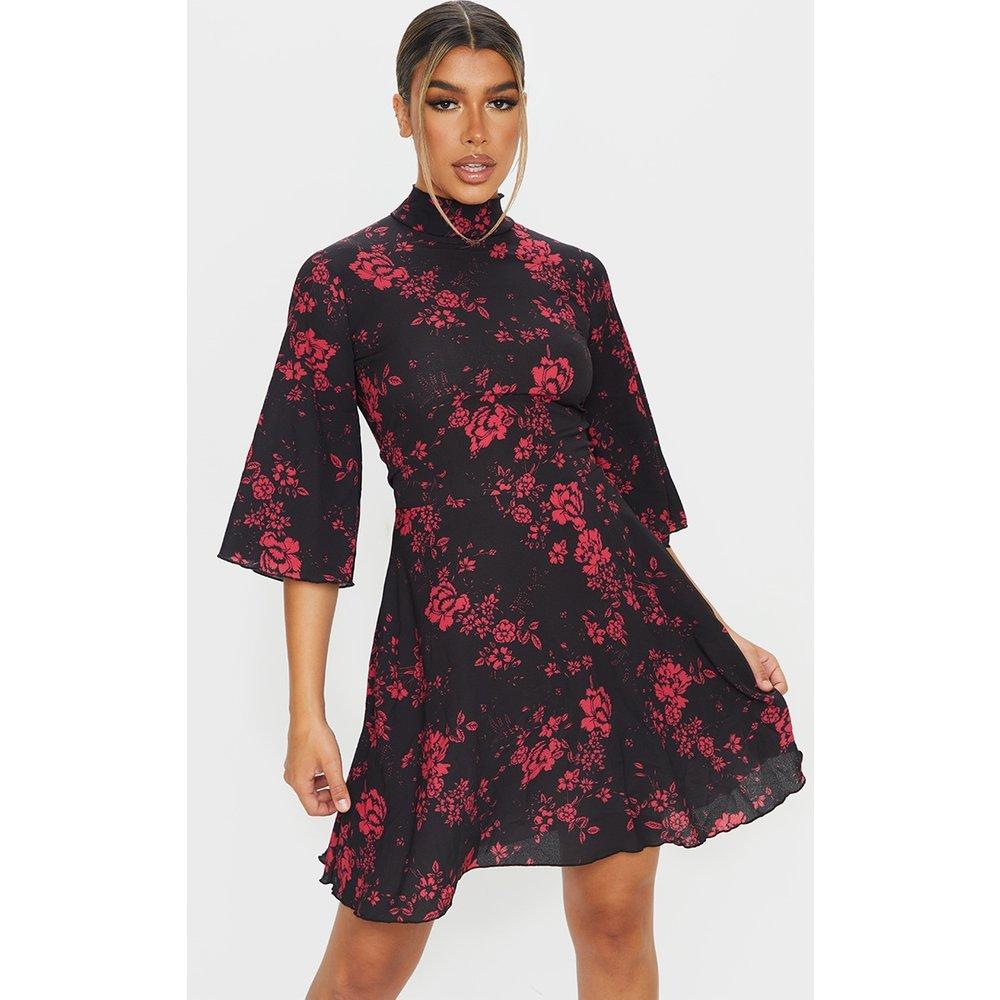Robe patineuse imprimé floral à col montant et manches cape - PrettyLittleThing - Modalova