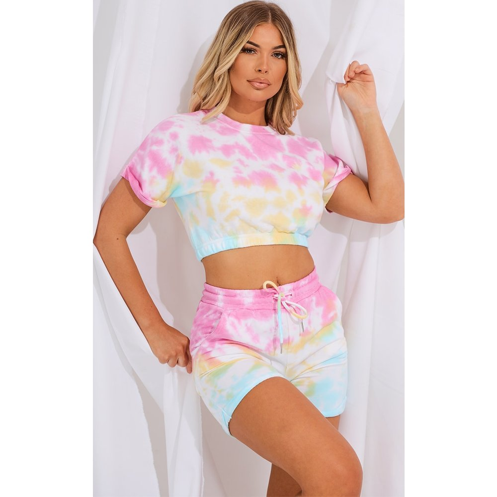Ensemble en sweat tie & dye multicolore à ourlets retournés avec tee-shirt court et short - PrettyLittleThing - Modalova