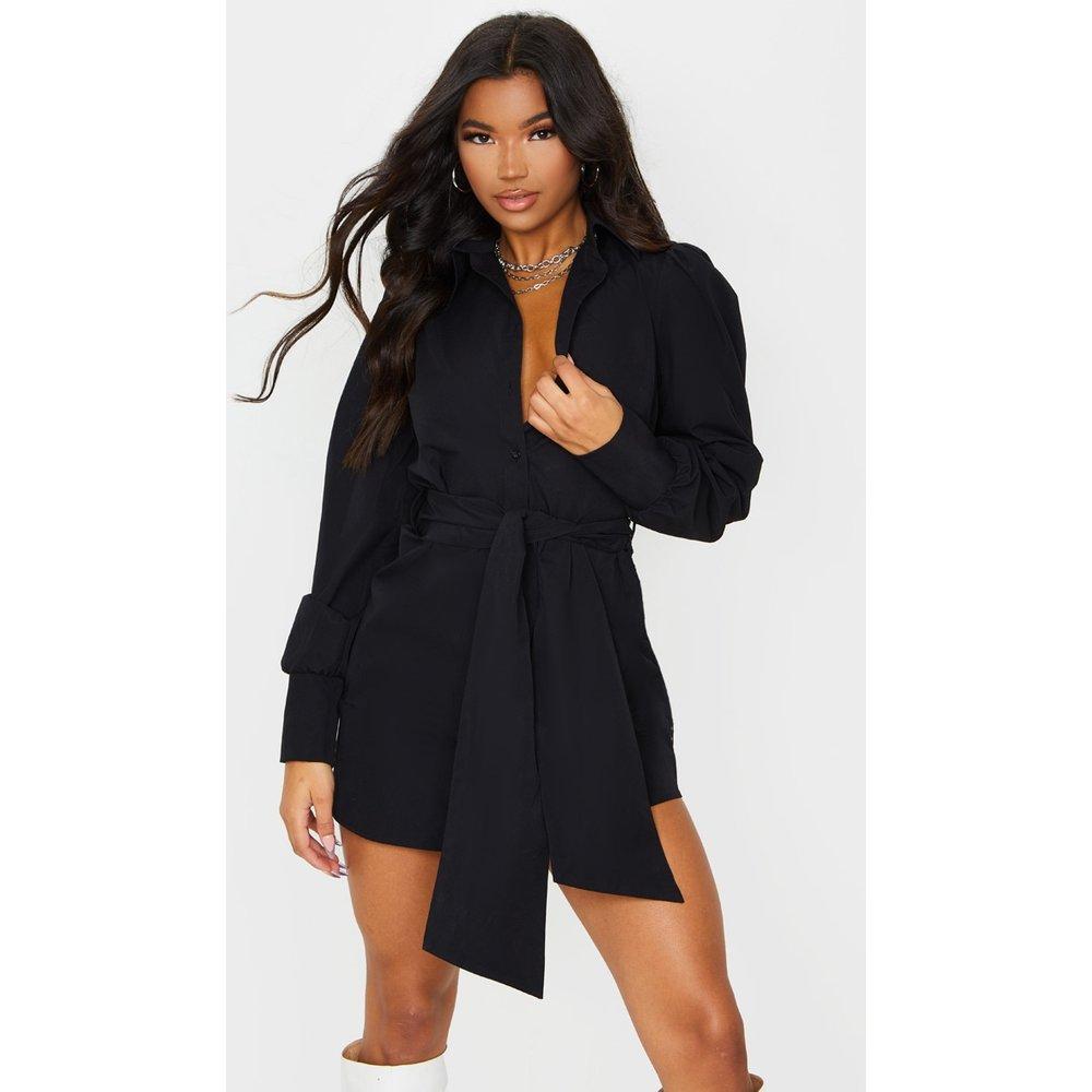 Robe chemise à longues manches bouffantes et ceinture - PrettyLittleThing - Modalova
