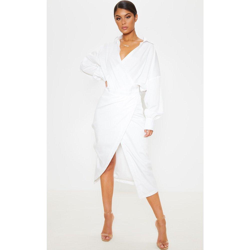 Robe blanche mi-longue style chemise - PrettyLittleThing - Modalova