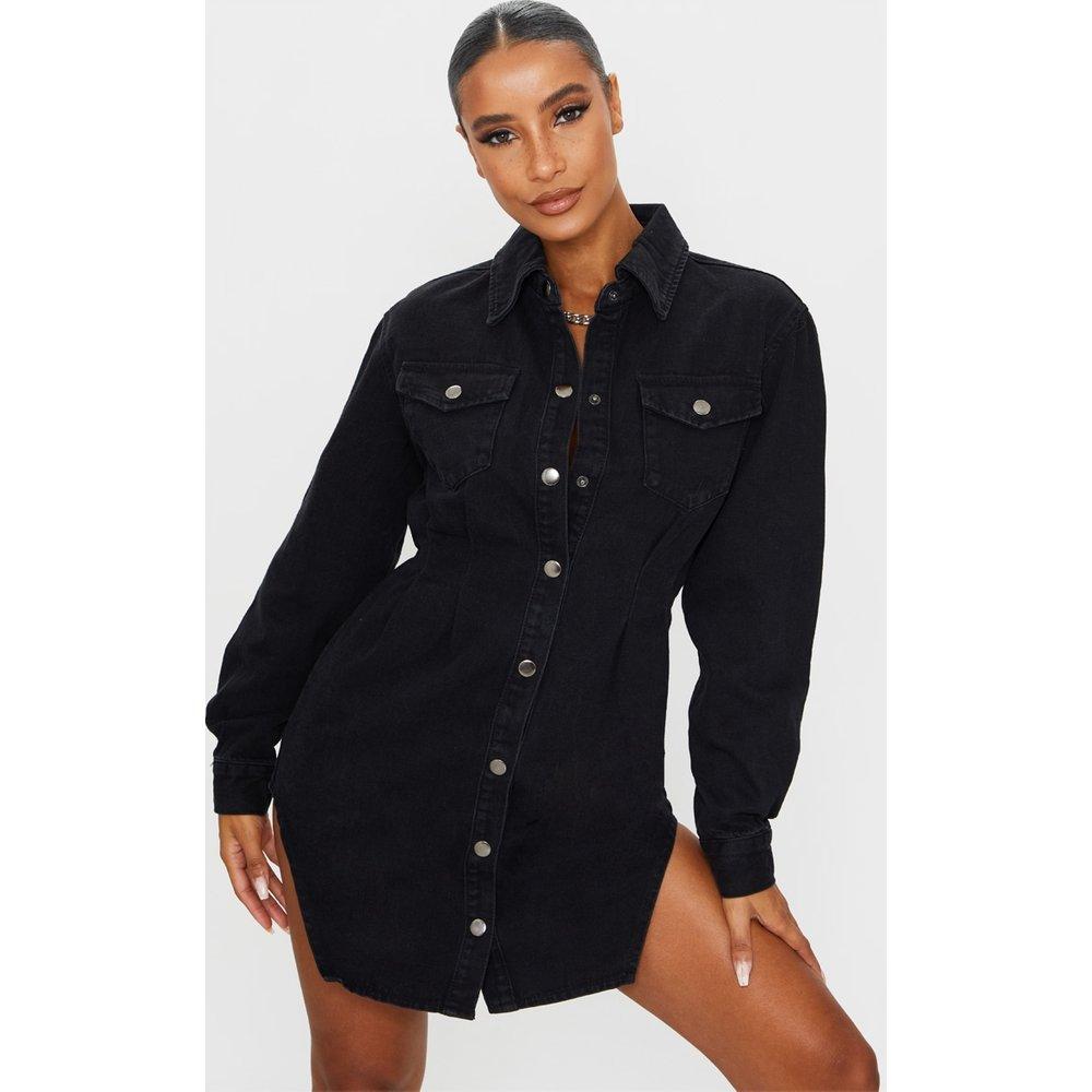 Robe chemise cintrée en jean délavé à manches longues - PrettyLittleThing - Modalova