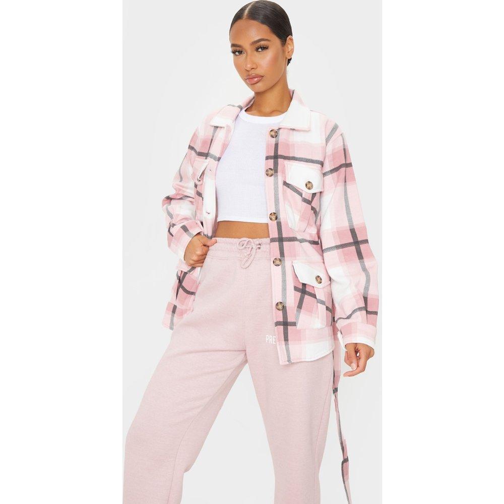 Veste style chemise à imprimé carreaux et ceinture - PrettyLittleThing - Modalova