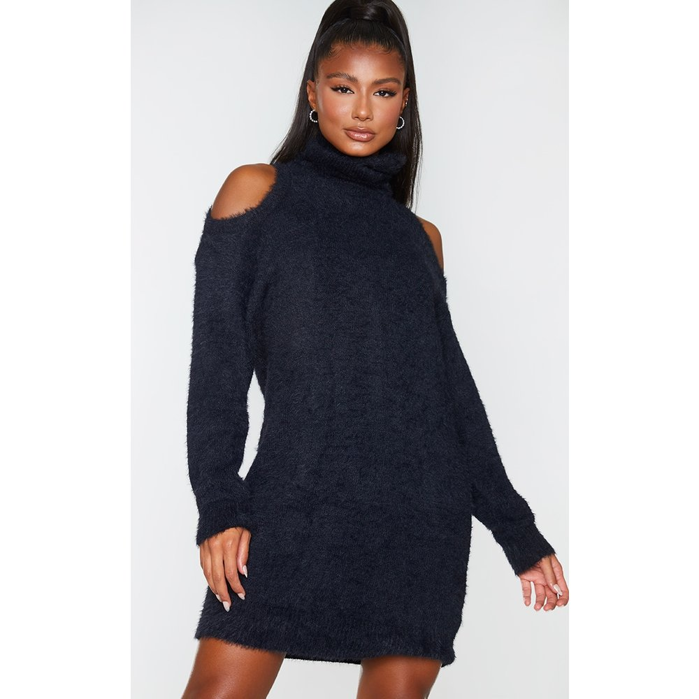 Robe pull col roulé en maille duveteuse à épaules découpées - PrettyLittleThing - Modalova