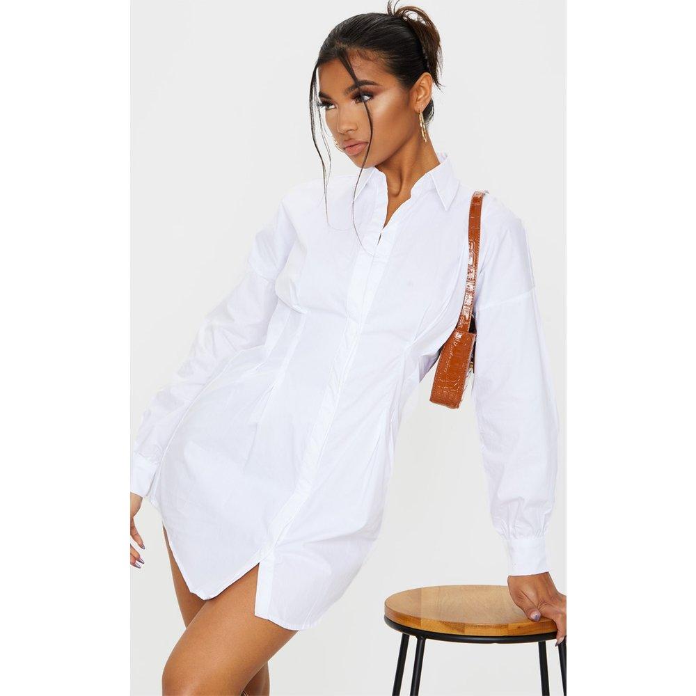 Robe chemise blanche cintrée à la taille à manches longues - PrettyLittleThing - Modalova