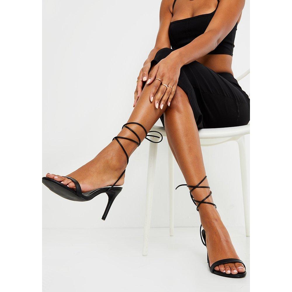 Sandales pointure large à talons bas et bride cheville - PrettyLittleThing - Modalova