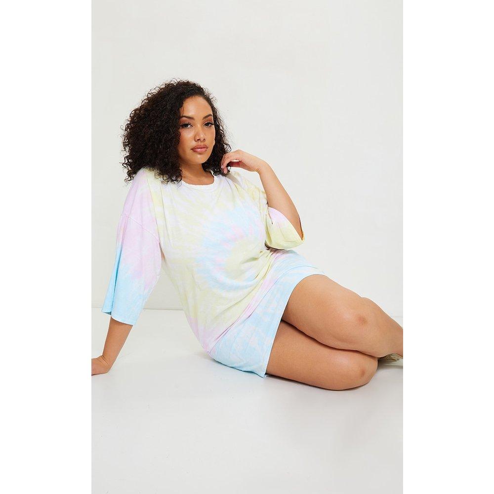 PLT Plus - Robe t-shirt boyfriend imprimé tie & dye - PrettyLittleThing - Modalova