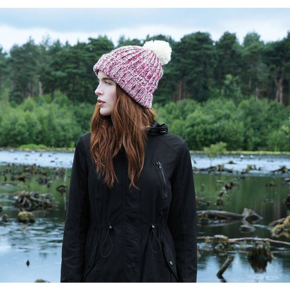 Bonnet tricoté avec pompon - BEECHFIELD - Modalova