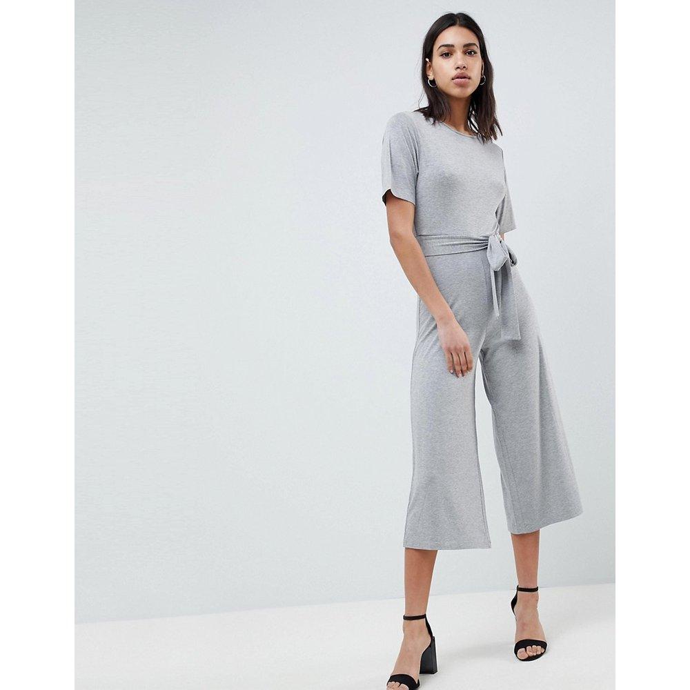 Combinaison en jersey avec lien à la taille et forme jupe-culotte - ASOS DESIGN - Modalova