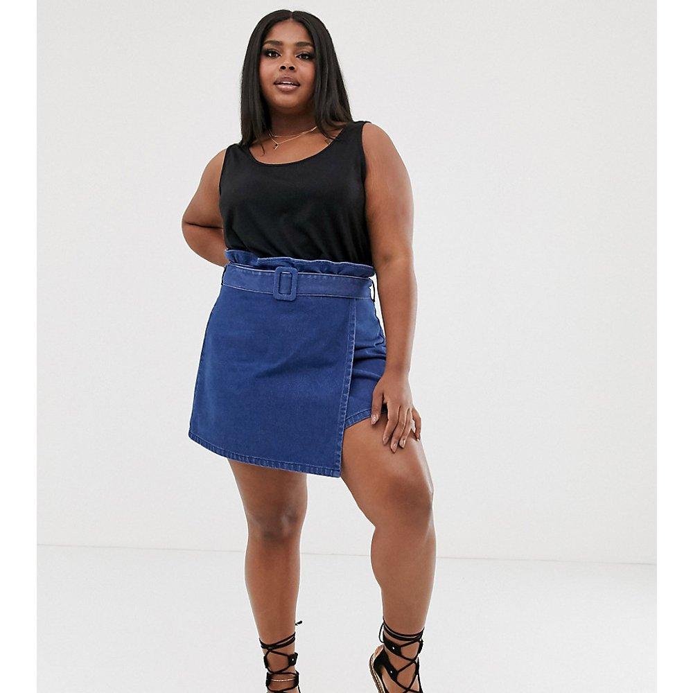 ASOS DESIGN Curve - Mini-jupe en jean avec taille haute ceinturée - ASOS Curve - Modalova