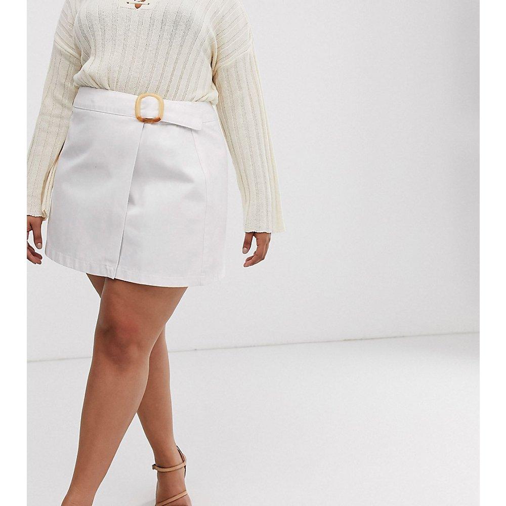 ASOS DESIGN Curve - Mini-jupe portefeuille en jean avec ceinture - ASOS Curve - Modalova