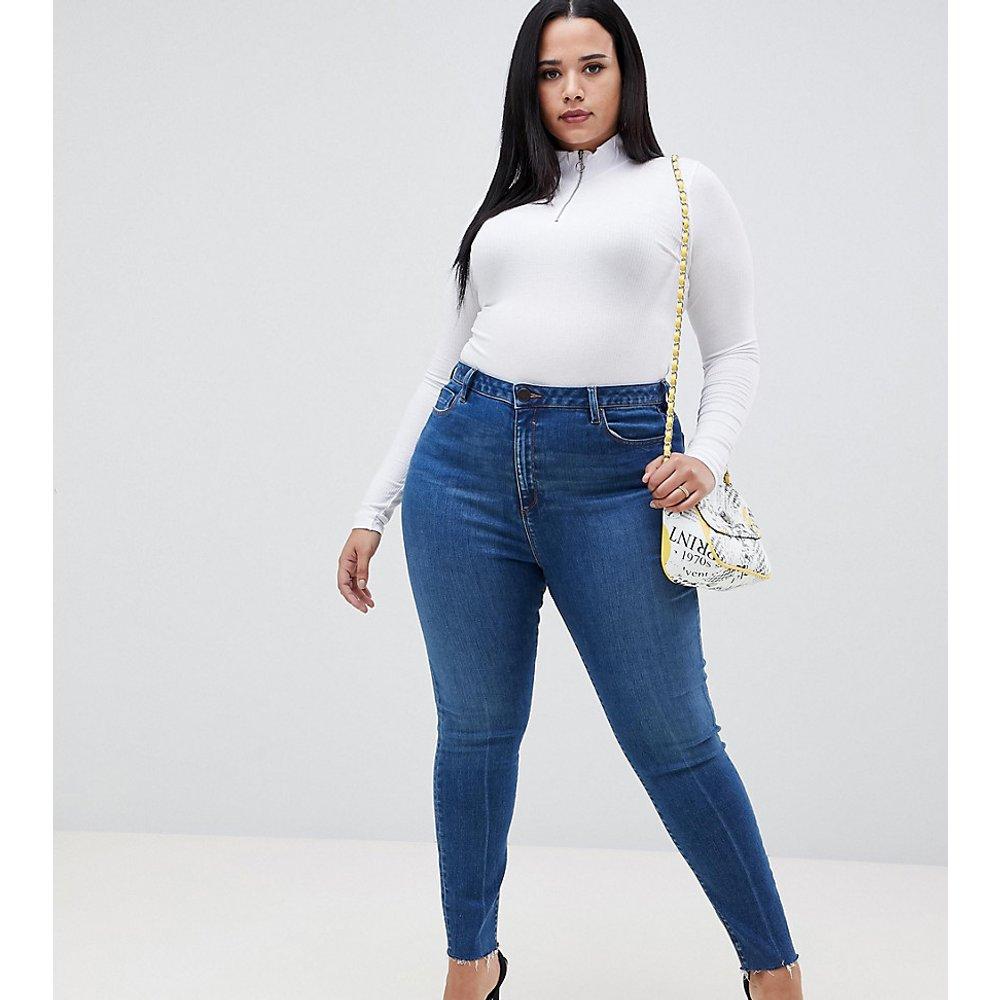 ASOS DESIGN Curve - Ridley - Jean skinny taille haute à ourlet brut et délavage foncé - ASOS Curve - Modalova