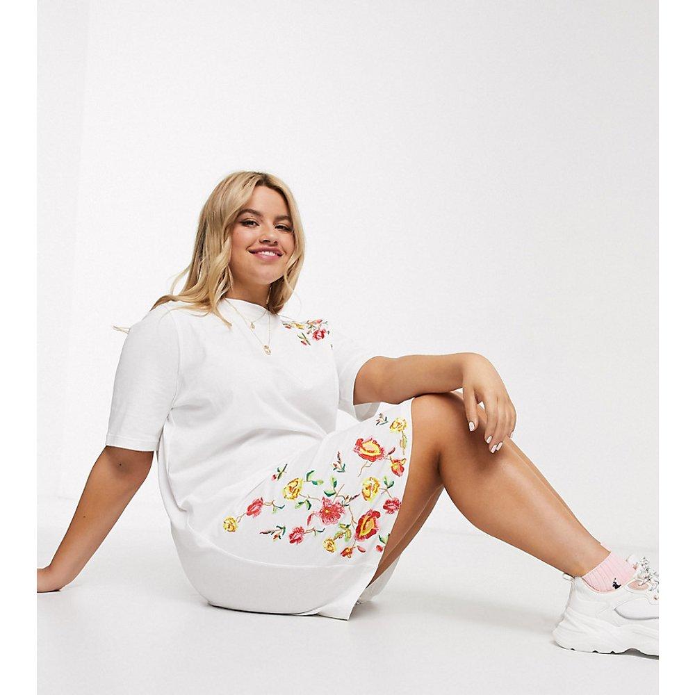 ASOS DESIGN Curve - Robe t-shirt courte brodée - ASOS Curve - Modalova
