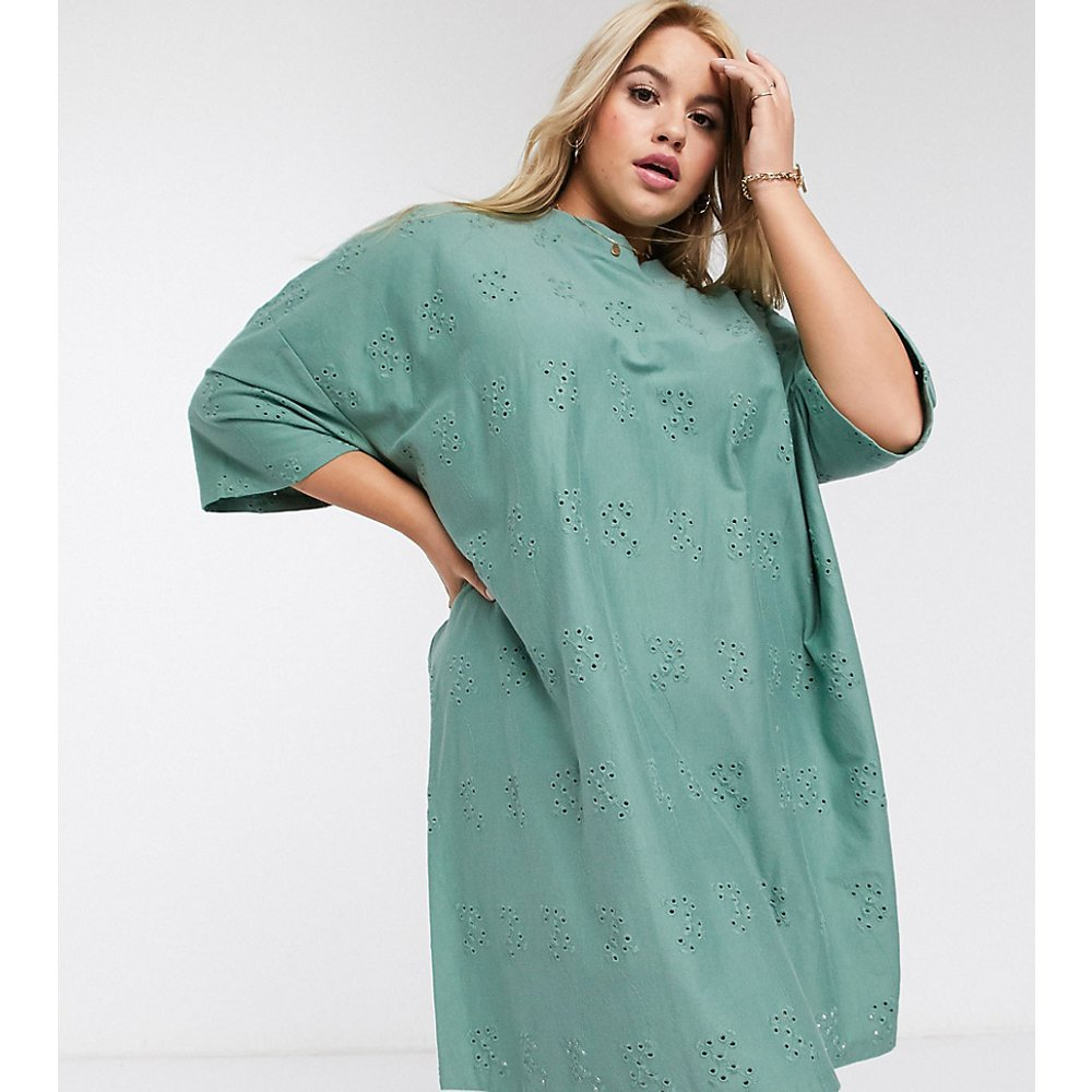 ASOS DESIGN Curve- Robe t-shirt ultra oversizeen broderie anglaise - Kaki - ASOS Curve - Modalova