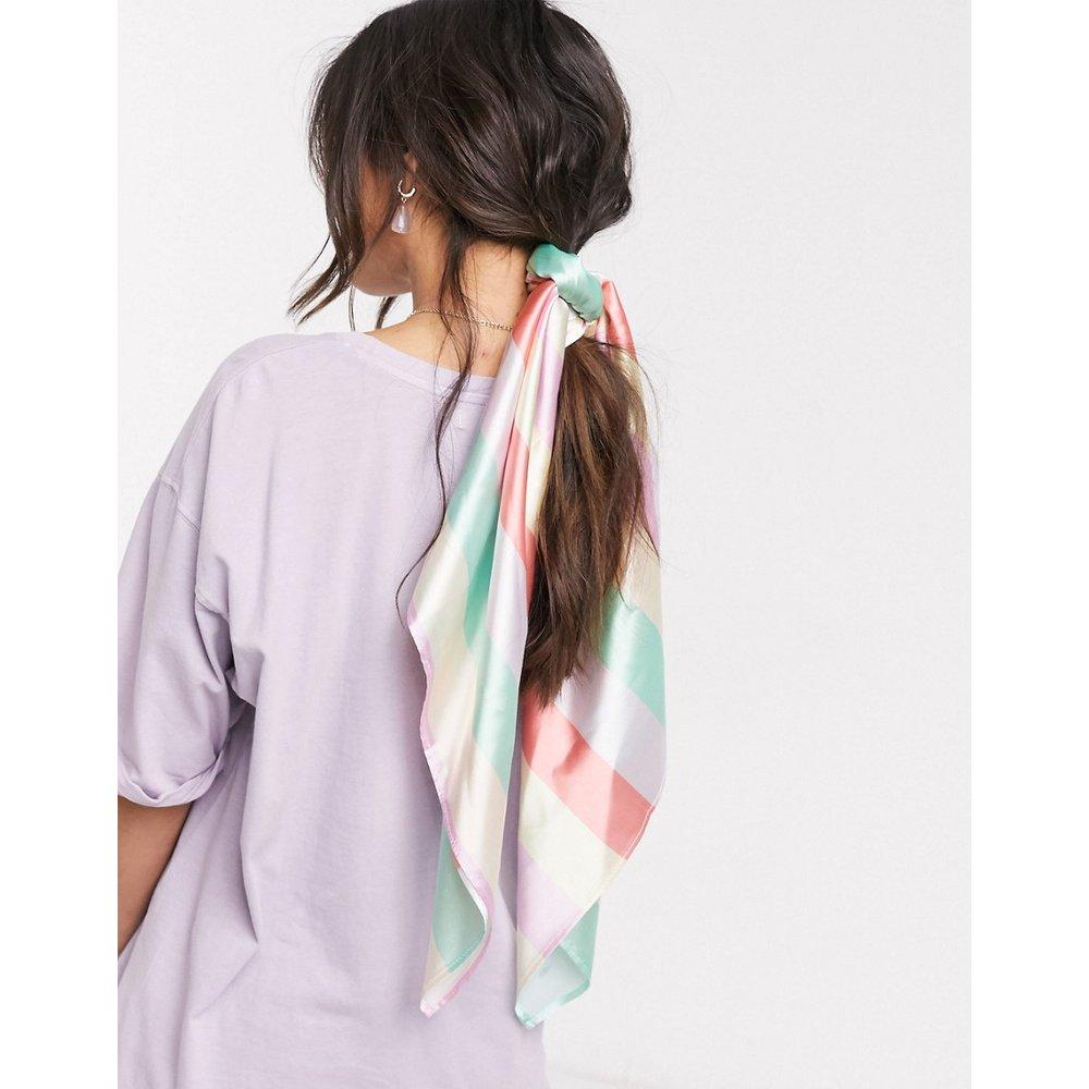 Grand foulard carré à rayures en polyester satiné - Multicolore - ASOS DESIGN - Modalova