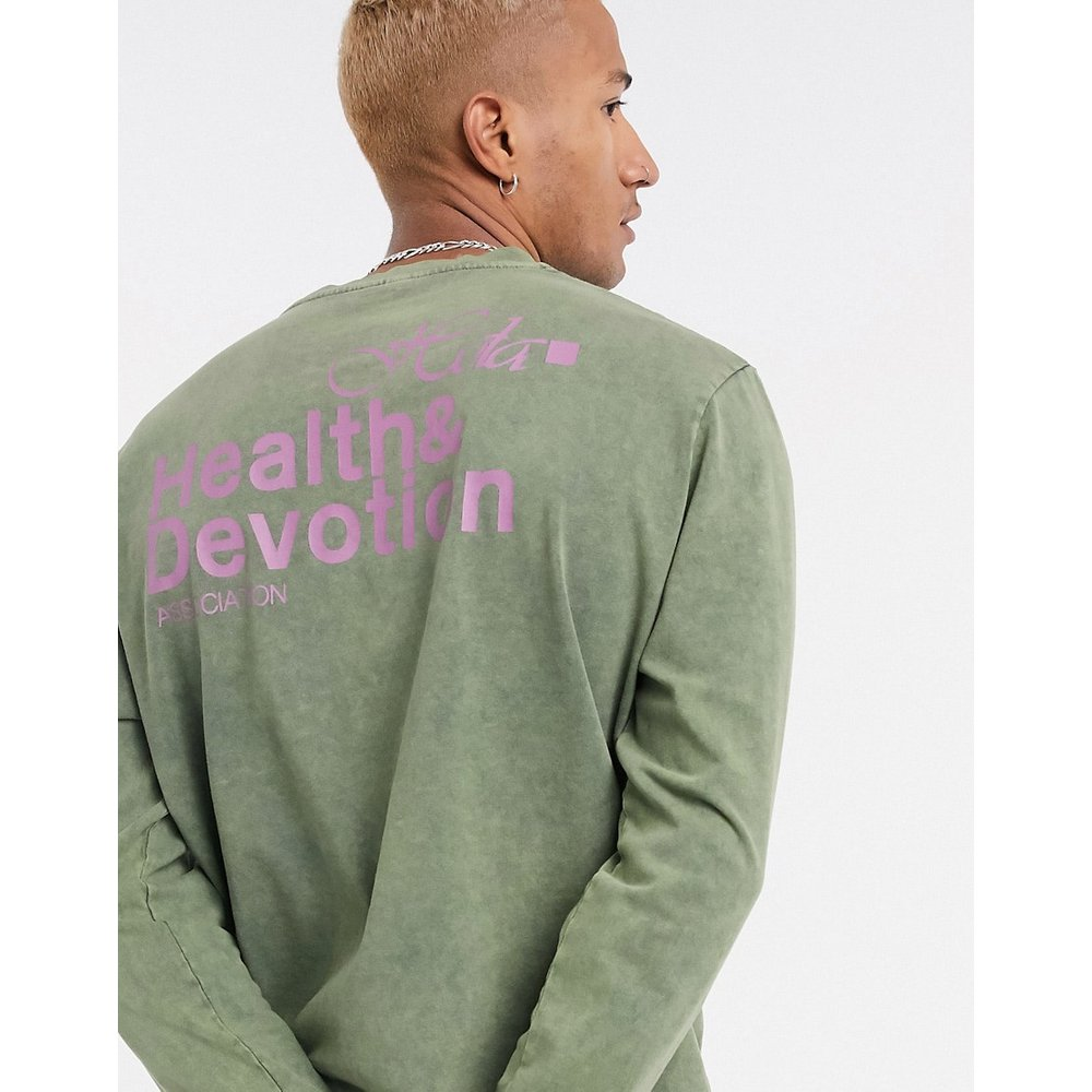 Health And Devotion - T-shirt manches longues imprimé - Kaki délavé - ASOS DESIGN - Modalova