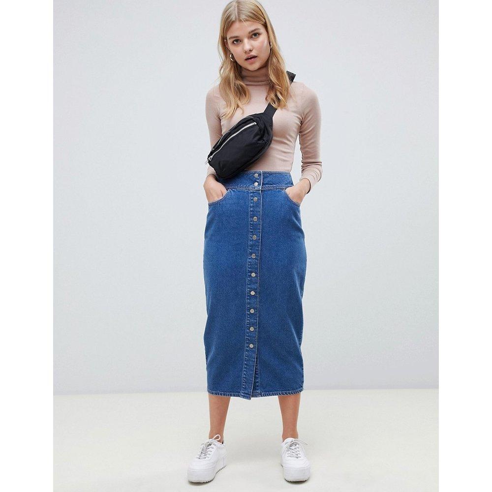 Jupe mi-longue en jean à boutons-pression - délavé moyen - ASOS DESIGN - Modalova