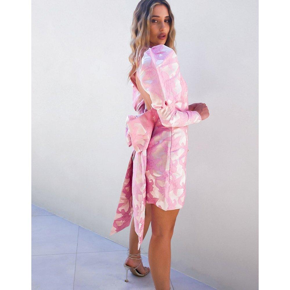 Luxe - Robe effet smoking en jacquard de première qualité ouverte au dos avec noeud et boutons à strass - ASOS DESIGN - Modalova