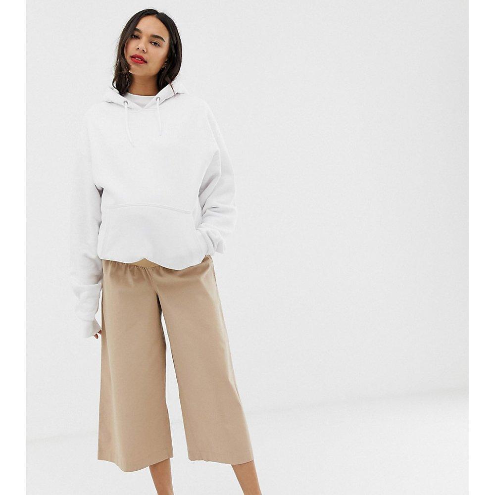 ASOS DESIGN Maternity - Pantalon style jupe-culotte casual en sergé avec empiècement passant sur le ventre - ASOS Maternity - Modalova