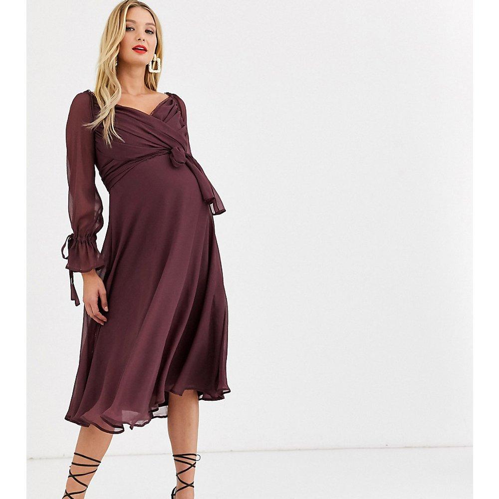ASOS DESIGN Maternity - Robe mi-longue avec jupe à superpositions style portefeuille avec bordure en dentelle - ASOS Maternity - Modalova