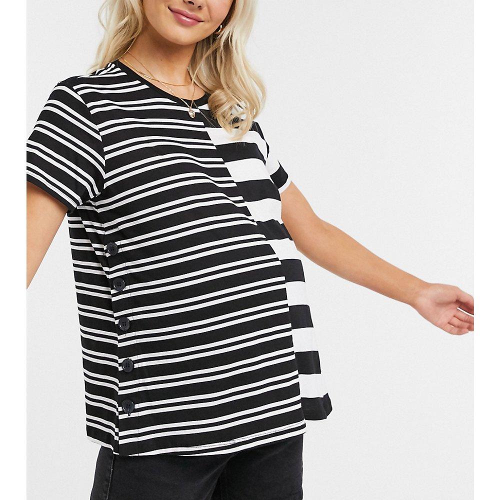 ASOS DESIGN Maternity - T-shirt d'allaitement à rayures asymétriqueset boutons-pression - ASOS Maternity - Nursing - Modalova