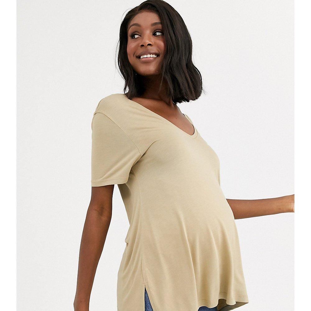 ASOS DESIGN Maternity - T-shirt oversize avec col V sur le devant et dans le dos - Taupe - ASOS Maternity - Modalova