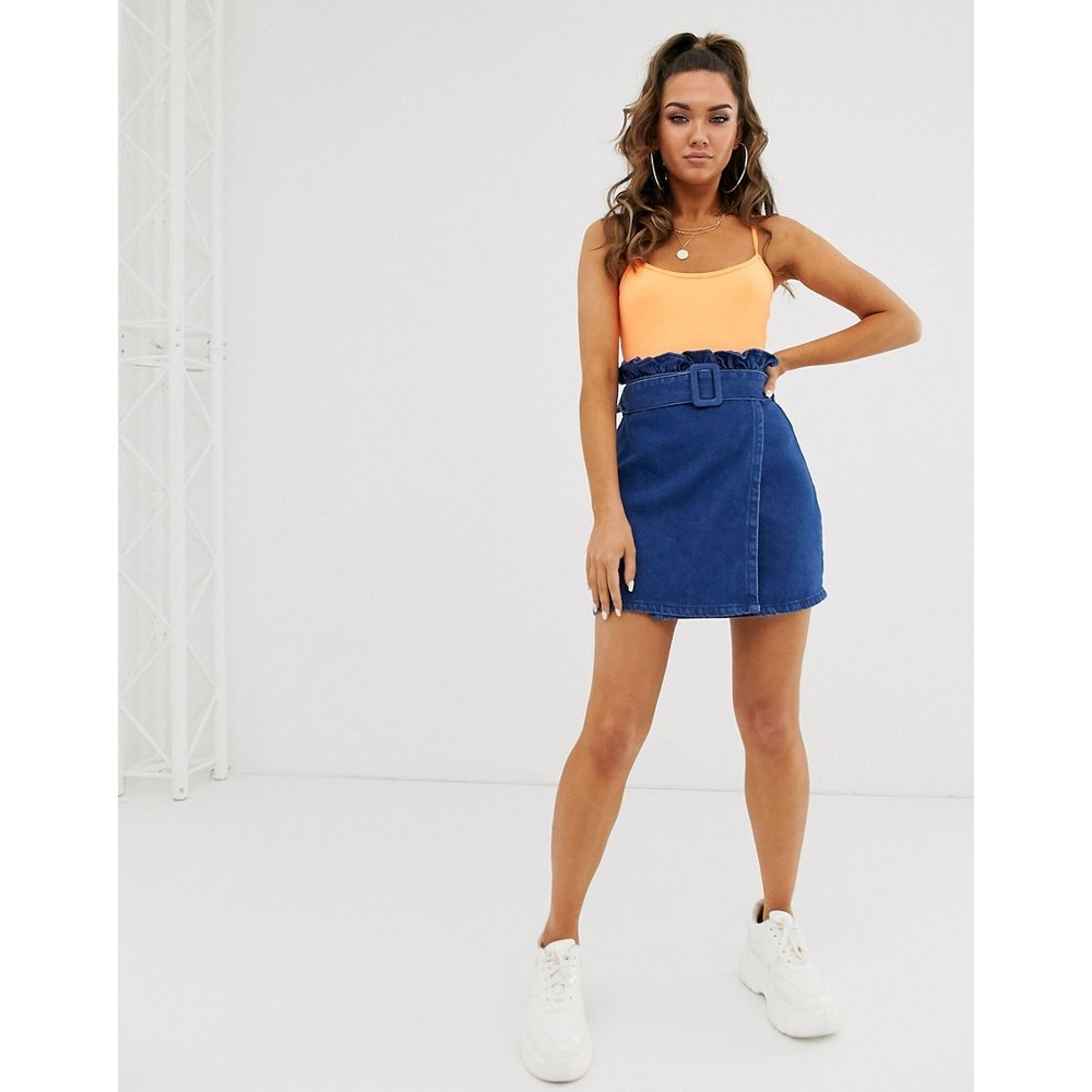 Mini-jupe en jean avec taille haute froncée - ASOS DESIGN - Modalova