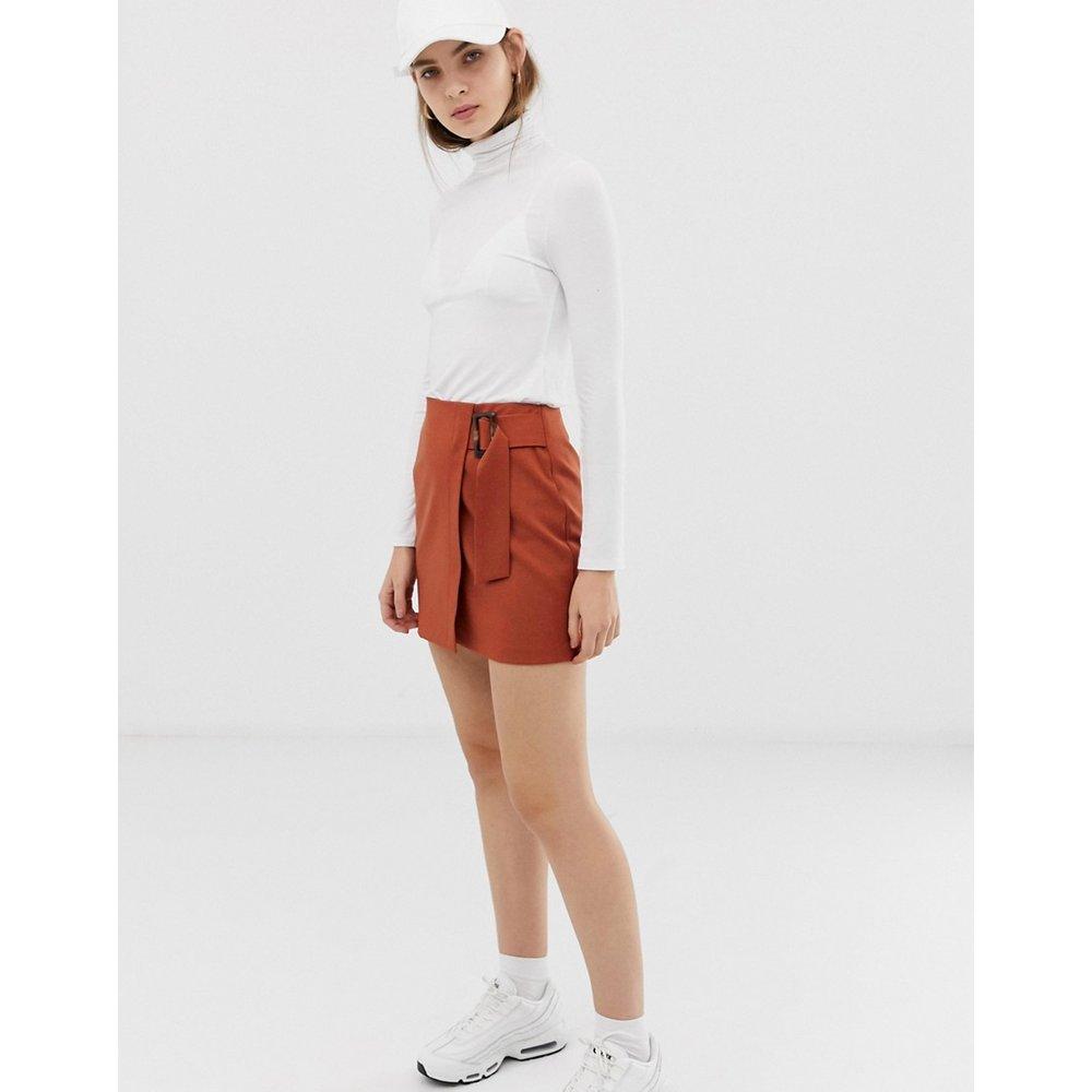 Mini-jupe portefeuille avec boucle en corne - ASOS DESIGN - Modalova