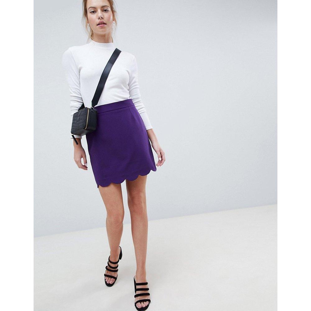 Mini-jupe trapèze à ourlet festonné - ASOS DESIGN - Modalova