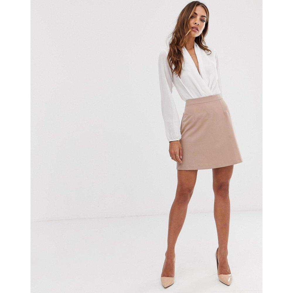 Mini-jupe trapèze ajustée - Camel - ASOS DESIGN - Modalova