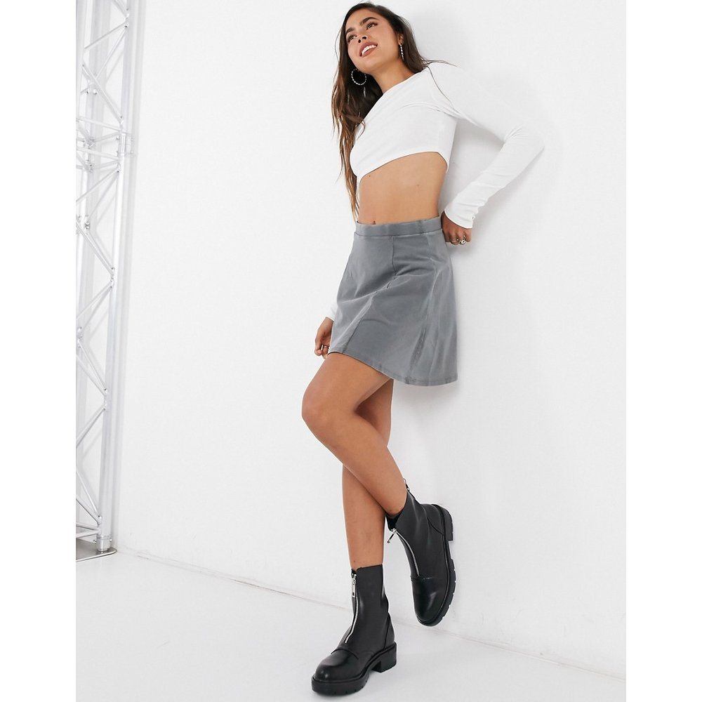 Mini-jupe virevoltante à taille élastique - délavé - ASOS DESIGN - Modalova