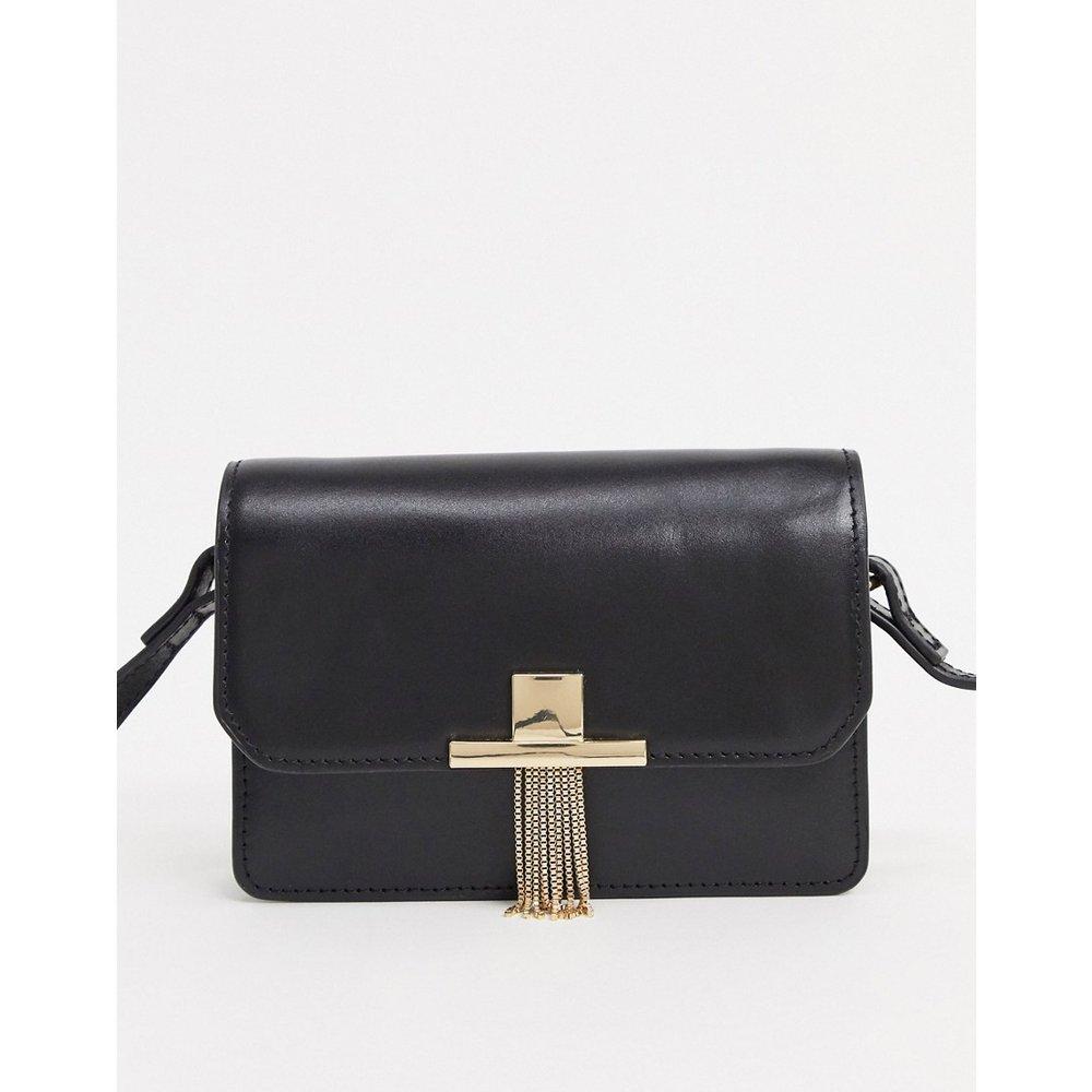 Mini sac bandoulière en cuir avec fermoir à pampilles - ASOS DESIGN - Modalova