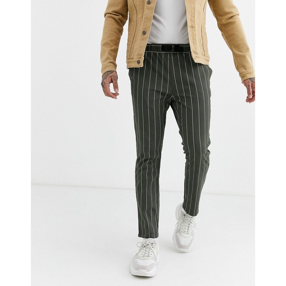 Pantalon ajusté à fines rayures avec ceinture en toile - Kaki - ASOS DESIGN - Modalova