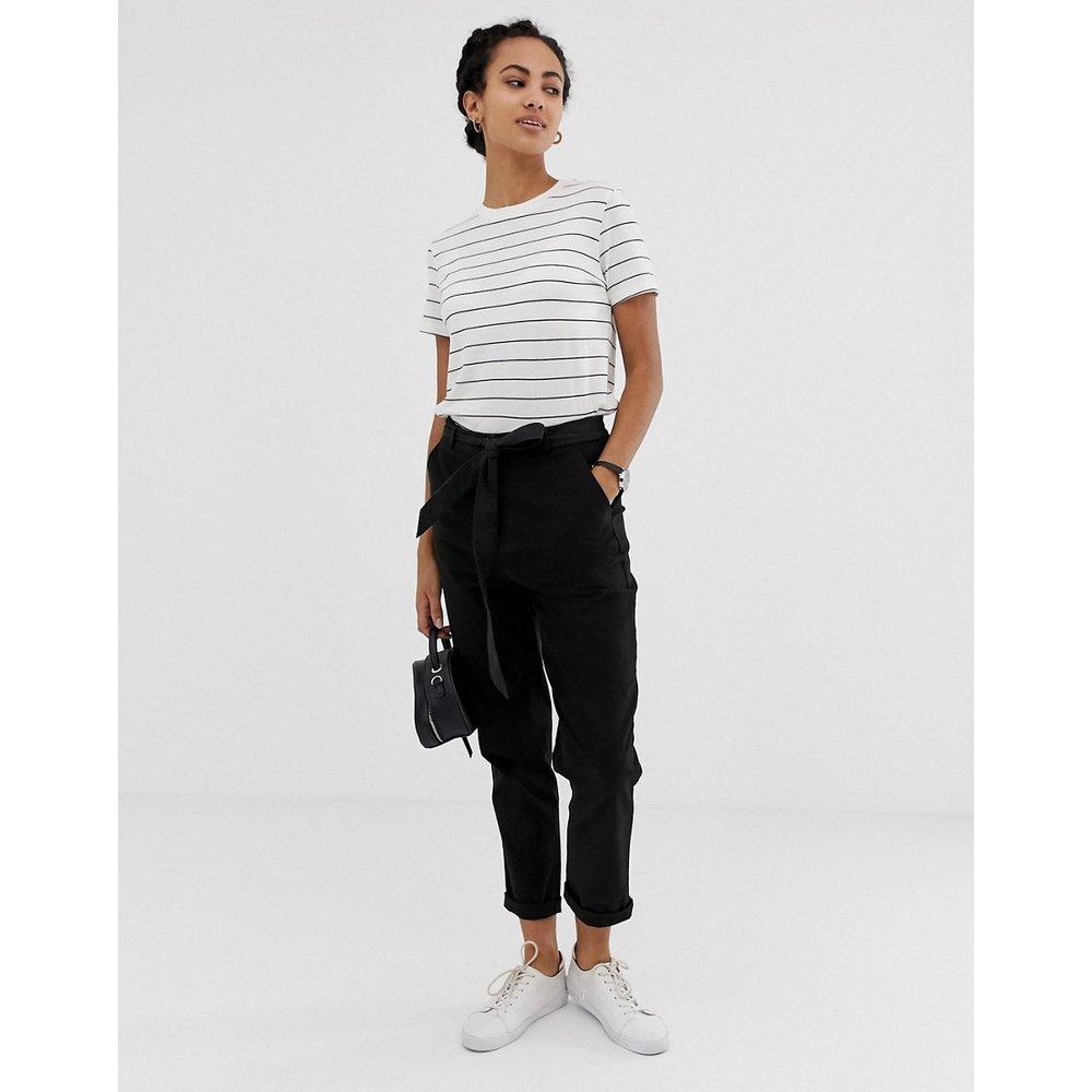Pantalon carotte casual avec liens noués à la taille - ASOS DESIGN - Modalova