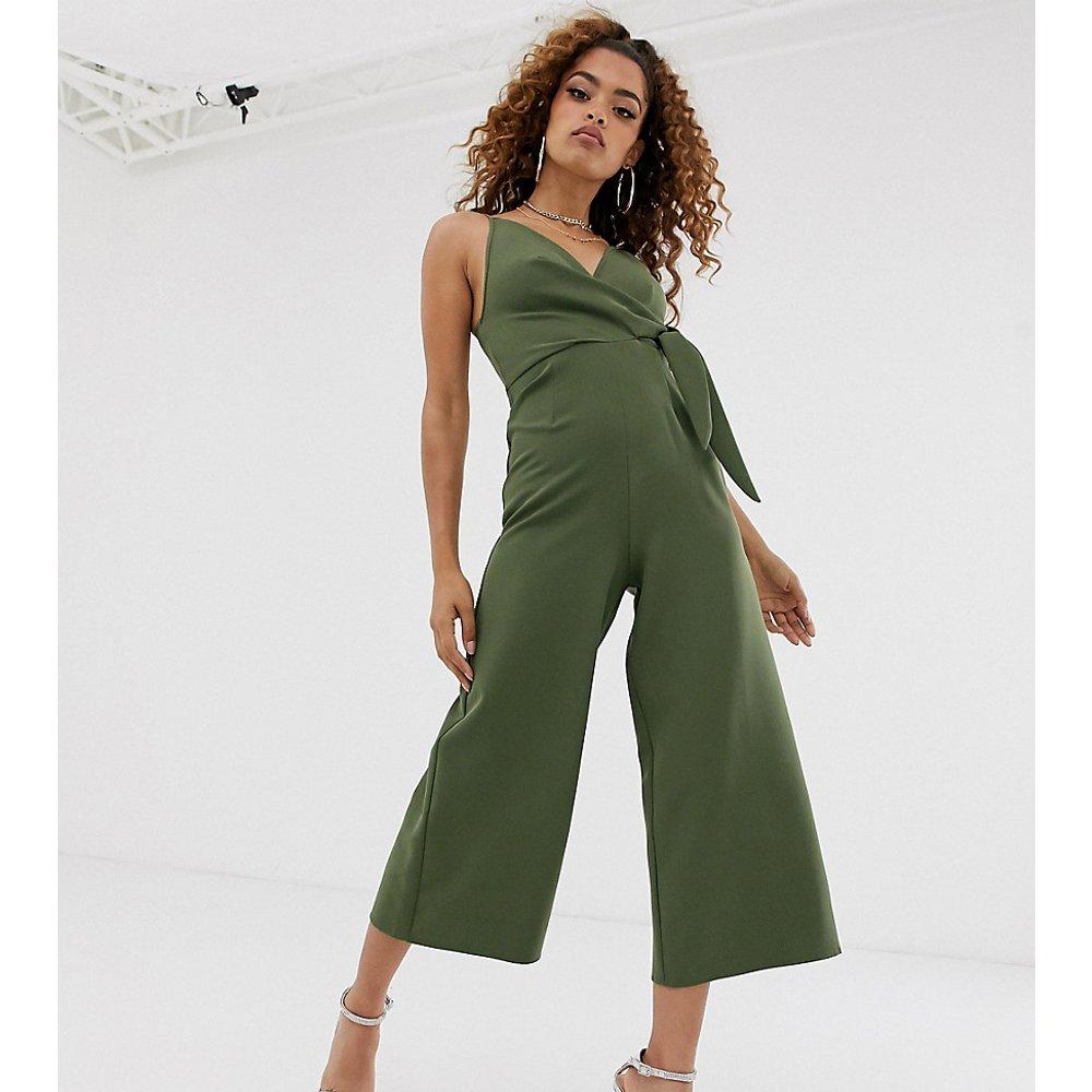 ASOS DESIGN Petite - Combinaison coupe jupe-culotte avec nœud torsadé - ASOS Petite - Modalova