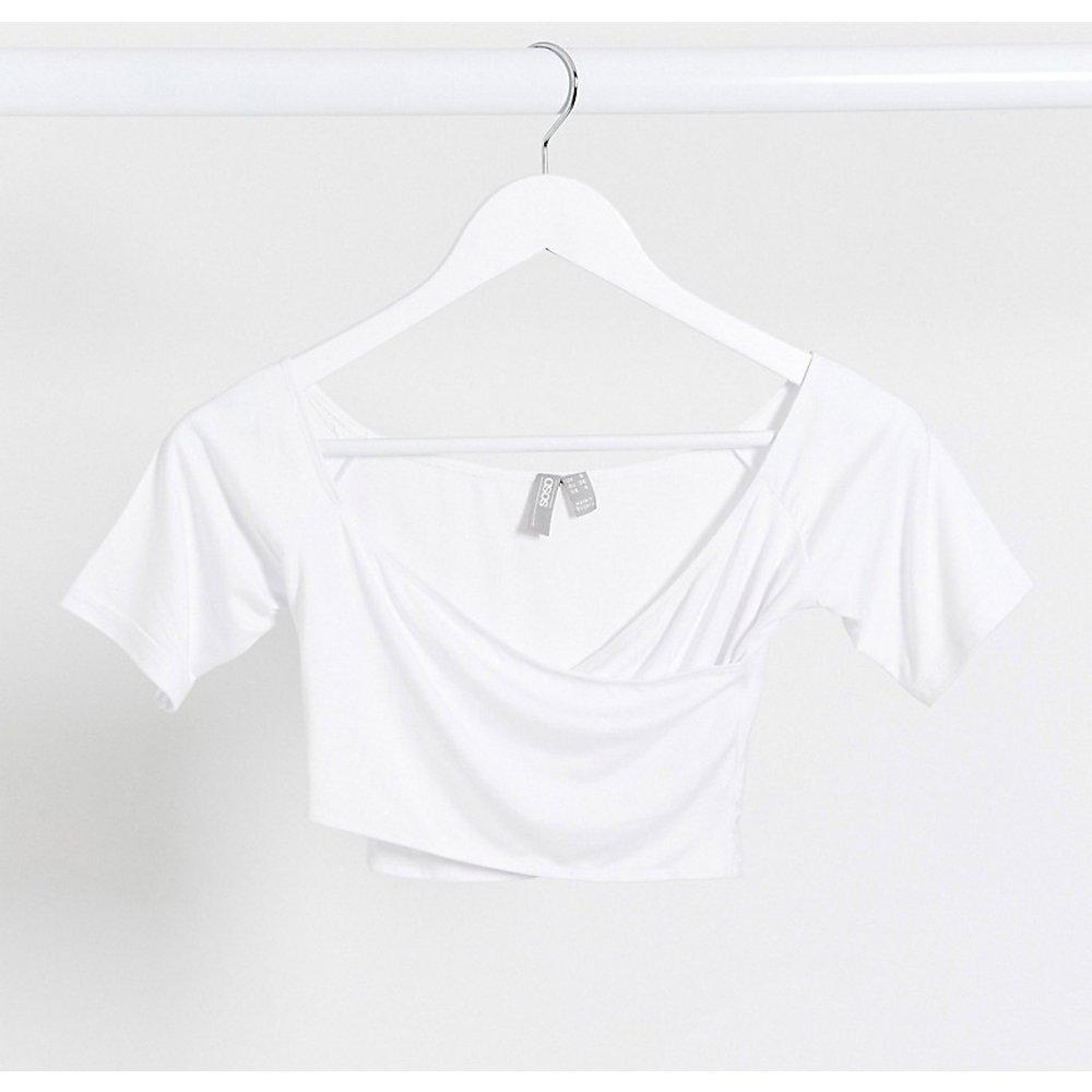 ASOS DESIGN Petite - Crop top cache-cœur à épaules dénudées - ASOS Petite - Modalova