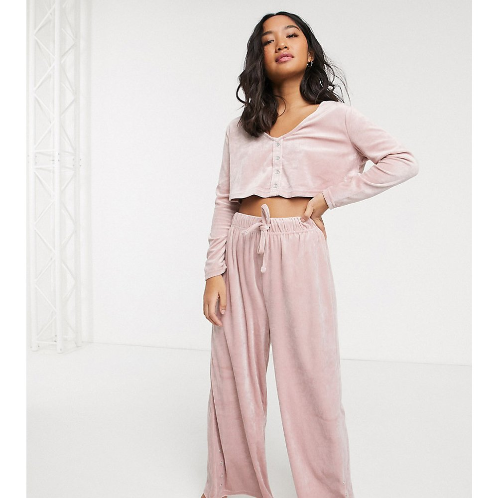 ASOS DESIGN Petite - Ensemble pantalon large et top confort ample en velours - ASOS Petite - Modalova