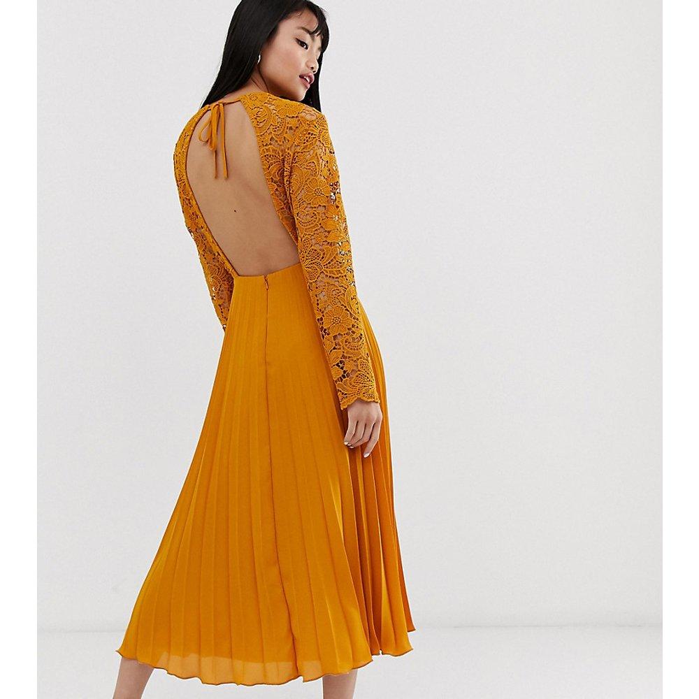 ASOS DESIGN Petite - Robe mi-longue avec haut en dentelle à manches longues et jupe plissée - ASOS Petite - Modalova