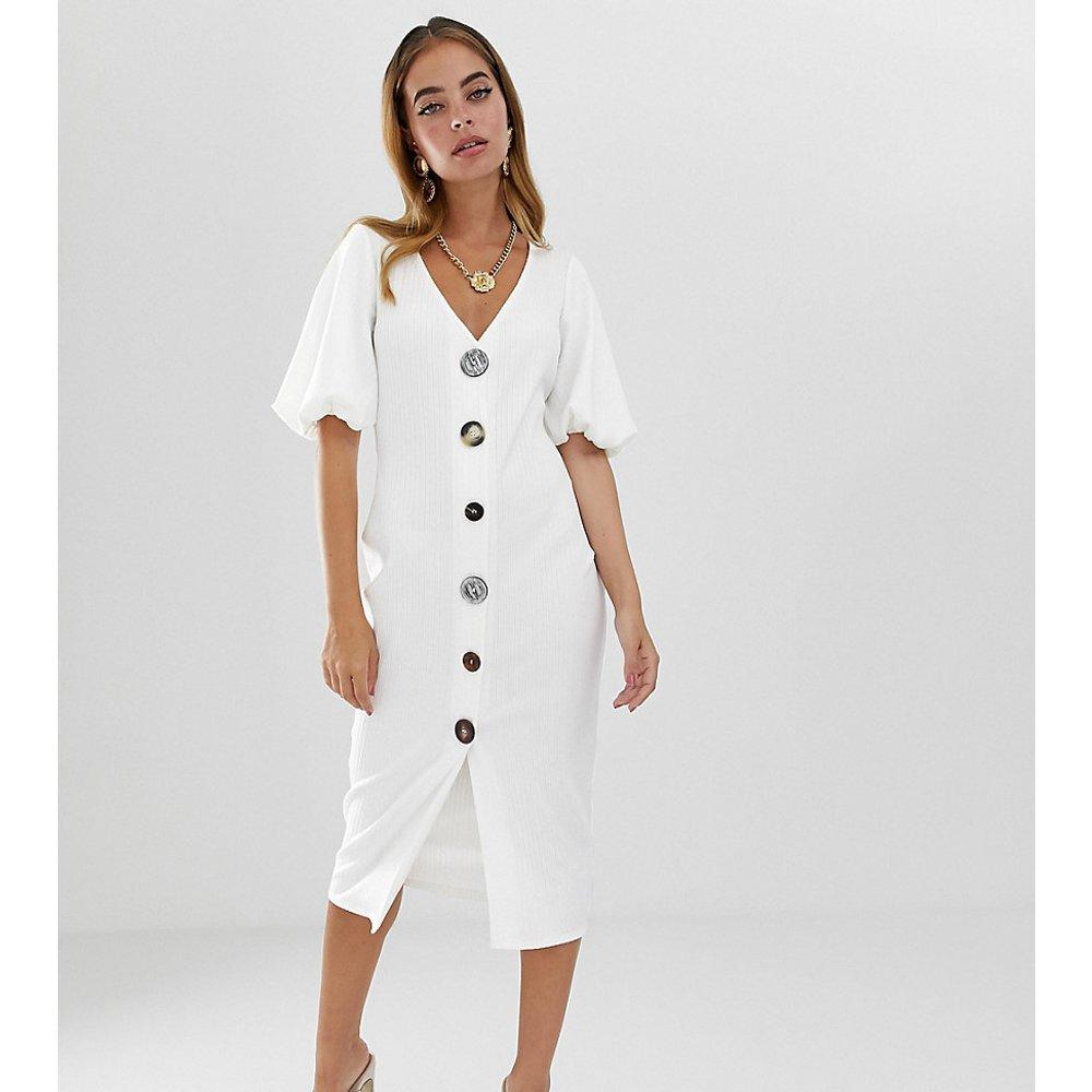 ASOS DESIGN Petite - Robe mi-longue près du corps côtelée et boutonnée à manches bouffantes - ASOS Petite - Modalova