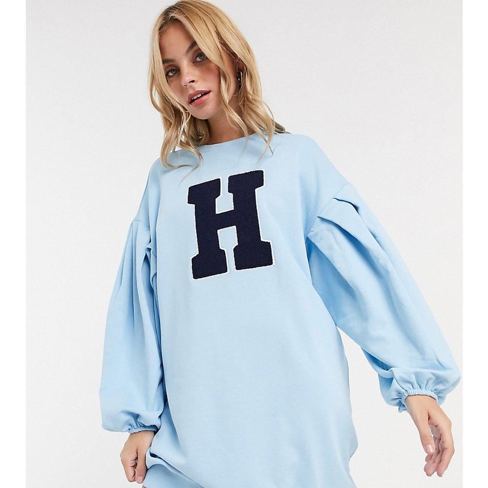 ASOS DESIGN Petite - Robe sweat-shirt oversize à manches ballon avec imprimé graphique lettre - ASOS Petite - Modalova