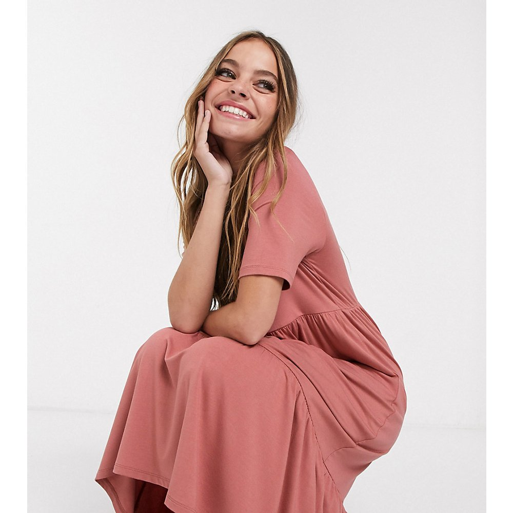ASOS DESIGN Petite - Robe t-shirt mi-longue style babydoll à volant - ASOS Petite - Modalova